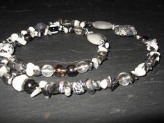 http://de.dawanda.com/product/36740569-Armband-oder-Kette-aus-Edelsteinen-in-SW Sehr schickes Wickelarmband (3x gewickelt), welches auch als Kette getragen werden kann. Aufegefädelt sind: Dalmatiner Jasis, Jaspis, Achat, Waterm...