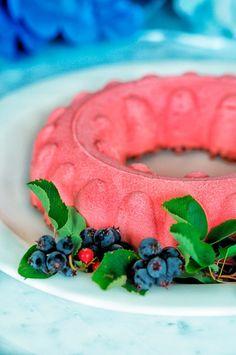 Punaherukka-valkosuklaajuustokakku - Sweet Food O´Mine Sweet Recipes, Cake Recipes, Dessert Recipes, Decadent Cakes, Yummy Cakes, Beautiful Cakes, Chocolate Cake, Delicious Desserts, Birthday Cake