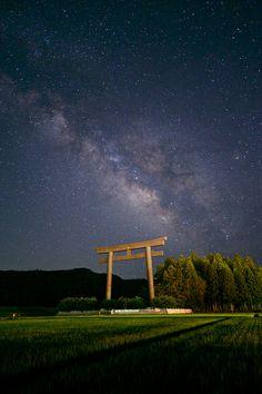 thk: Milky Way over Kumano Hongu Taisha Shrine, Tanabe, Wakayama, Japan Wakayama, Some Beautiful Pictures, Beautiful Places, Yamaguchi, Great Places, Places To Go, Okinawa Japan, Japan Japan, Island Nations