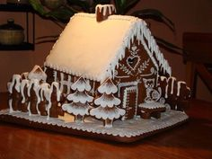 Velká chaloupka ll. I love the trees. Cool Gingerbread Houses, Gingerbread House Designs, Christmas Gingerbread House, Gingerbread Cake, Christmas Cookies, Holiday Baking, Christmas Baking, Christmas Time, Candy House