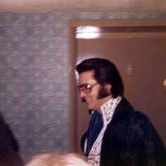 1974 3 13 Leaving the Hilton Inn for his concert in Greensboro, NC