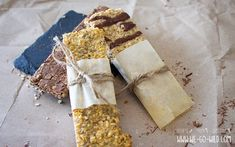 Make protein bars yourself: The best protein bar recipes - It& so easy to make a protein bar yourself! We show you our favorite recipes for protein bars - Best Protein Bars, Protein Bar Recipes, Dessert Dips, Dessert Table, Desserts, Charcuterie Board, Food For A Crowd, Low Carb, Favorite Recipes