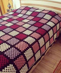 Transcendent Crochet a Solid Granny Square Ideas. Inconceivable Crochet a Solid Granny Square Ideas. Crochet Bedspread, Crochet Quilt, Crochet Squares, Crochet Blanket Patterns, Crochet Granny, Crochet Motif, Baby Blanket Crochet, Crochet Designs, Granny Square Blanket