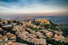 To μεσαιωνικό χωριό Μονταλτσίνο είναι υπέροχο και αυθεντικό.