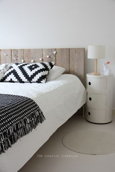 Black and white bedroom. DIY bedhead. White componibili. Bunny lamp.