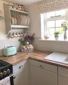 Hope your day is filled with lots of stuffing your face and hopefully a bit of relaxing too. 1920s Kitchen, Victorian Kitchen, Country Kitchen, Easy Home Decor, Home Decor Kitchen, New Kitchen, Kitchen Ideas, Kitchen Inspiration, Cottage Kitchens