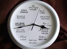 Zeit, eine Prinzessin sein! Diese Disney-inspirierte Uhr ehrt die Disney-Prinzessinnen mit dem Vorschlag, was du kannst jede Stunde gerade sein mag