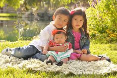 Sibling photography.  This is a great triangle pose for family outdoor photography