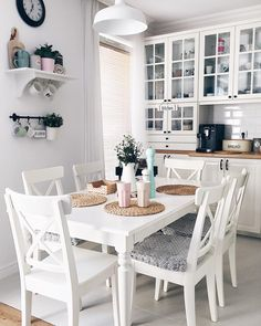 Dining Room Inspiration, Interior Design Inspiration, Home Decor Inspiration, Home Decor Kitchen, Kitchen Interior, Home Kitchens, Home Organisation, Home And Deco, Minimalist Home