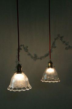 petit lustre suspension ancien luminaire abat jour globe en verre translucide http www. Black Bedroom Furniture Sets. Home Design Ideas