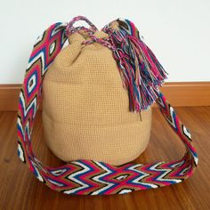 Buy your beautiful, unique Wayuu mochila bag now from How to Bogotá's online shop! Find your perfect Summer bag :)  Wayuu Mochila - Summer bag - Tribal Bag - Boho Bag - Beach Bag - beige, sand, pink