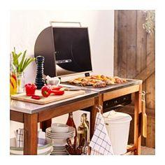 IKEA - ÄPPLARÖ / KLASEN, Gril na uhlie s vozíkom, hnedá morená/nehrdzavejúca oceľ, , Drevený gril ÄPPLARÖ/KLASEN a vozík ÄPPLARÖ/KLASEN tvoria skvelé miesto na varenie s praktickým priestorom na servírovanie a odloženie riadu.Polica z nehrdzavejúcej ocele má odolný povrch, ktorý sa jednoducho čistí.Vďaka vstavanému teplomeru na kryte môžete počas grilovania sledovať teplotu bez zdvíhania krytu.Aby ste získali požadovanú teplotu grilu, nastavením vetracieho otvora z nehrdzavejúcej ocele na…