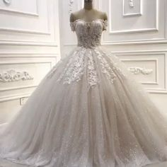 Wedding dresses princess floor length wedding dresses with lace - Hochzeitskleid Modern Dresses Elegant, Elegant Wedding Gowns, Classic Wedding Dress, Nice Dresses, Disney Princess Dresses, Princess Wedding Dresses, Dream Wedding Dresses, Bridal Dresses, Dubai Wedding Dress