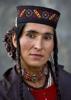 Tajik woman in Tashkurgan, Xinjiang, China by Eric Lafforgue Cultures Du Monde, World Cultures, Steve Mccurry, We Are The World, People Around The World, Population Du Monde, Eric Lafforgue, Photo Portrait, Portraits