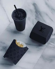 Louis Vuitton fan Page ( Boujee Aesthetic, Bad Girl Aesthetic, Organizar Instagram, Style Noir, Black Food, Black And White Aesthetic, Black Aesthetic Fashion, Aesthetic Yellow, All Black Everything