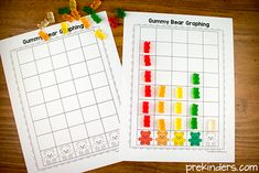 These gummy bear math printables will help your kids learn sorting, patterns, graphing, and counting! Free printables, all you need are gummy bears. Preschool Graphs, Bears Preschool, Preschool Lessons, Preschool Classroom, In Kindergarten, Graphing Worksheets, Graphing Activities, Color Activities, Preschool Activities