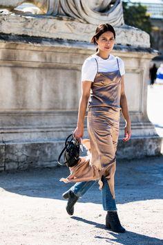 "Paris Fashionweek day 3 | robe ""nuisette"" satin nude par dessus t-shirt & jean - (lingerie) DRESS OVER PANTS"