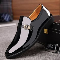 2018 Newest Men's Quality Patent Leather Shoes Zapatos de hombre Slip On Luxury Black Leather Fromal Man Dress Shoes Deloced. Suit Shoes, Dress Shoes For Men, King Shoes, Official Shoes, Timberland Boots Outfit, Gentleman Shoes, Dad Shoes, Business Shoes, Formal Shoes For Men