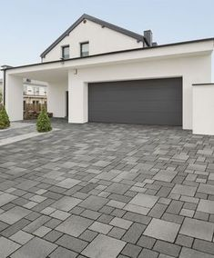 Renzo Pflaster Zufahrt Renzo pavement access road Renzo pavement driveway The post Renzo pavement driveway appeared first on terrace ideas. House With Porch, Small Backyard, Front Garden, House Exterior, Patio Design, Front Yard, Driveway Design, Building A Porch