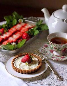 . Café Chocolate, Strawberry Tart, Strawberry Fields, Afternoon Tea Parties, Tea Cakes, Cupcake Cakes, Tea Recipes, Picnic Recipes, High Tea