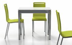 Cancio - Mesa Bambola Minor, encimera cristal blanco brillo. Sillas Nera, asiento lacado verde.