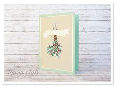 Eine Weihnachtskarte in Smaragdgrün, Minzmakrone und Saharasand. Mit dem Set 'Banners for Christmas' und dem Banner 'Freude Überall'.