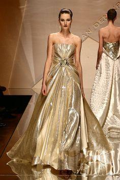 Dutch Addy Van Den Krommenacker - Couture - http://en.flip-zone.com/fashion/couture-1/independant-designers/addy-van-den-krommenacker,561