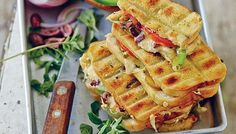 Two of the most popular side dishes to the South African braai are the traditional braaibroodjie and a Greek salad, this recipe combines both Braai Recipes, Cooking Recipes, What's Cooking, South African Braai, Dutch Oven Recipes, Easy Recipes, South African Recipes, Food Inspiration