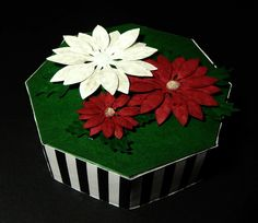 Poinsettia Explosion Box (2010) - The completed lid.