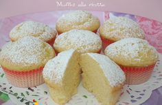siccome avevo della ricotta avanzata, ho optato per dei muffins alla ricotta… Muffin Recipes, Cake Recipes, Snack Recipes, Dessert Recipes, Italian Desserts, Italian Recipes, Cake Pops, Biscuits, Sweet Cooking