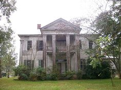 abandoned plantation homes - Yahoo Image Search Results Abandoned Property, Old Abandoned Houses, Abandoned Castles, Abandoned Buildings, Abandoned Places, Old Houses, Southern Plantation Homes, Southern Plantations, Plantation Houses