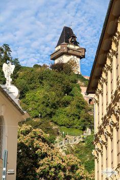 Im ersten Weltkrieg wurde der Kriegssteig in den Stein gehauen. Er führt heute über 260 Stufen hinauf bis zum Uhrturm. So erreicht man den Grazer Schloßberg zu Fuß mit tollen Ausblicken auf die Altstadt Berg, Graz, Time Travel, Old Town, World War One