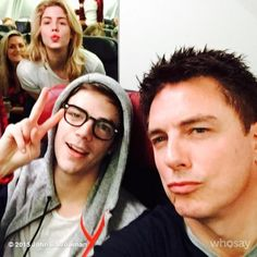 John Barrowman, Emily Bett Rickards and Grant Gustin Emily Rickards, City Of Heroes, Dc Heroes, Supergirl Dc, Supergirl And Flash, Arrow Cast, The Flash Grant Gustin, Team Arrow, Cw Series