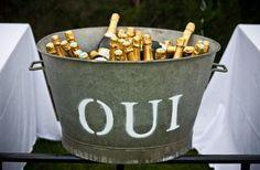 mariage champetre: detourneùent pour un sceau à champagne original !