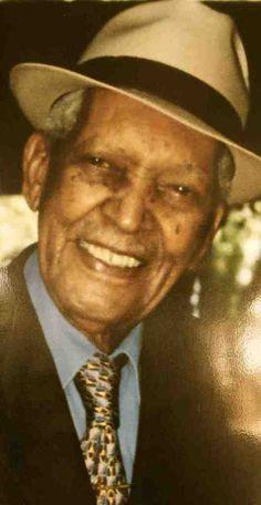E' l'album dedicato a Compay Segundo, uscito nel 2003, l'anno della sua morte all'età di 95 anni. Compay è stato il grande cantore di Cuba, riscoperto negli anni novanta attraverso il Buena Vista Social Club. Questa raccolta comprende tutti i suoi più...