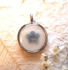 $13.95 Real Pressed Flower Forget-me-not Round Pendant (P8)