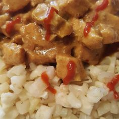 """Curried chicken with cauliflower """"rice""""  #lowcarb #lchf #atkins #keto #ketogenic #delicious #lowcarblifestyle #weightloss #weightlossjourney #health #lowcarbhighfat #atkinsdiet by terah_bel"""