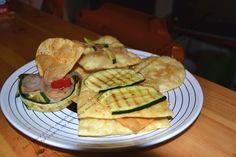 Fintacos con frijoles refritos,zucchine grigliate e cipolle caramellate