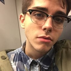 Boys with septum piercings float my boat ♡ Septum Piercing Men, Tattoo E Piercing, Mens Piercings, Tongue Piercings, Septum Ring, Beautiful Boys, Pretty Boys, Beautiful People, Tumblr Boys