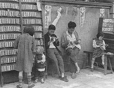 1930s Shanghai comic book rental shop