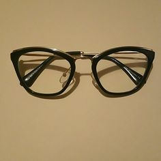 Gorgeous black and gold cat eye frame Non prescription lenses. Accessories Sunglasses