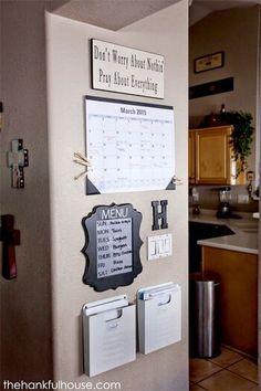 Command Center Kitchen, Family Command Center, Command Centers, Office Wall Organization, Home Organization Hacks, Organizing Ideas, Diy Home Decor Rustic, Cheap Home Decor, Diy Apartment Decor