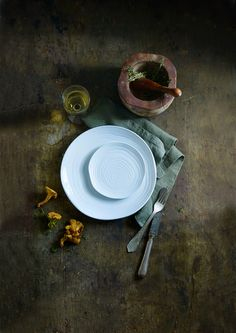 Inspiration for your home | Autumn table styling with dark colours