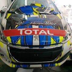 #wrappingcars #fullwrap #wrapvinyl #vinilos #rotulacion #rallye #rallyespaña #peugeot Impresion digital y diseño por nuestro gran amigo Raúl de @gothic_rotulaciones. Siempre es un placer colaborar con vosotros #carwrapping #catalunya #lleida #barcelona #Tarragona #girona #Zaragoza #andorra Andorra, Peugeot, Rally, Wrapping, Barcelona, Helmet, Vehicles, Car, Great Friends