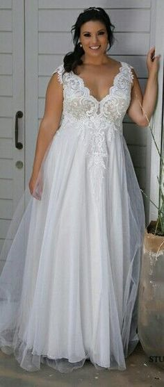 Plus size wedding dress with a lace top and a tulle skirt. Tracie 2018. STUDIO LEVANA