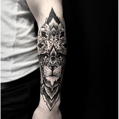 Blackwork-arm-tattoo-Otheser-SakeTattooCrew