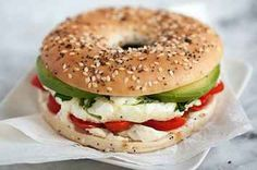 Bookmark these quick, easy + healthy lunch recipes to make for the work week or during your weekend at home. (healthy sandwiches for lunch) Healthy Snacks, Healthy Eating, Healthy Breakfasts, Healthy Bagel, Healthy Lunches For Work, Healthy Quick Recipes, Quick Easy Healthy Dinner, Delicious Recipes, Healthy Lunch Wraps