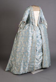 Dress (Sack or sacque dress). Date: Medium: Silk taffeta Rococo Fashion, 1950s Fashion, Womens Fashion Stores, Fashion Online, Fashion Websites, Historical Costume, Historical Clothing, I Dress, Dress Outfits