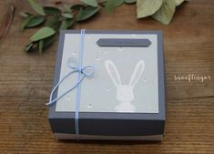 #geschenkbox #hase #baby #geburt #geschenkverpackung #snoeflingor #biancamoschner #alles gute Apple Tv, Paper, Paper Mill, Baby Delivery, Gift Wrapping, Invitation Cards, Hare, Candles, Invitations