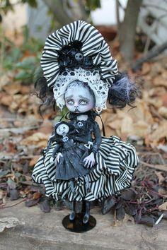 Fine Porcelain China Diane Japan Value Code: 3658971743 Ooak Dolls, Blythe Dolls, Scary Dolls, Zombie Dolls, Halloween Doll, Vintage Halloween, Gothic Dolls, Creepy Art, Weird Art